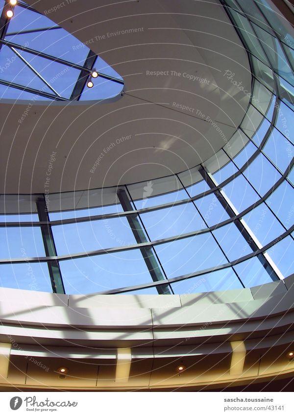 Oberlicht in bunt Himmel blau weiß gelb Architektur grau Beleuchtung Mitte streben Einkaufszentrum Phönix Harburg