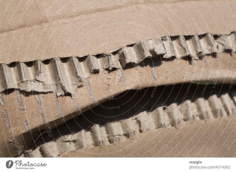 Verpackung, Pappe, Karton: sieht aus wie ein geöffneter Mund mit Zähnen Verpackungsmaterial Paket einpacken Versand Kiste Güterverkehr & Logistik Papier