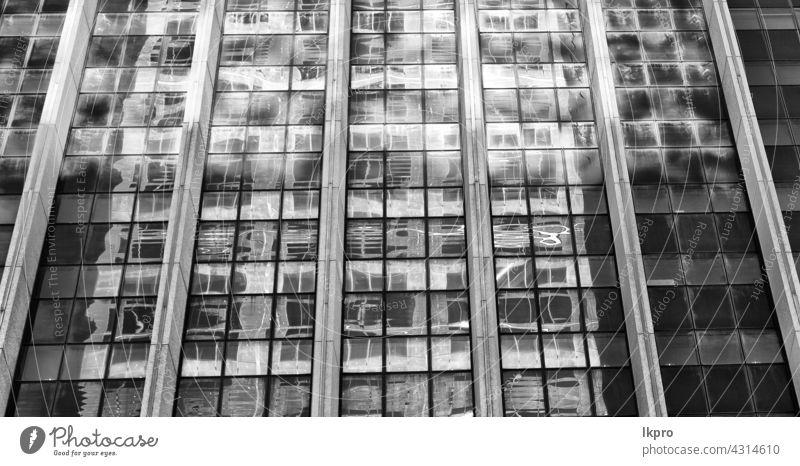 der Reflex des Wolkenkratzers im Fenster reflektorisch Palast blau Glas abstrakt Büro Licht Cloud Terrasse Stahl bügeln durchkreuzen Verzerrung schwarz Metall