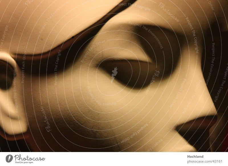 Klare Schatten Schaufensterpuppe Frau ästhetisch Licht Dinge Puppe Kopf Gesicht Nase Ohr Detailaufnahme schön Ebenmäßigkeit
