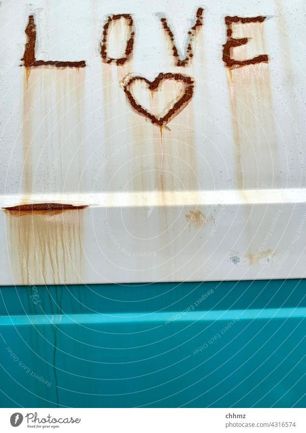 Love Liebe Romantik Schriftzeichen Liebeserklärung Herz Rost Fahrzeug Bully Camping Patina verrostet Gefühle Graffiti Liebesgruß Glück Zeichen herzförmig