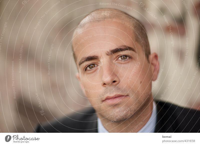 Unverblümt Lifestyle elegant Stil Mensch maskulin Mann Erwachsene Leben Kopf Gesicht Auge Nase Mund Lippen Augenbraue 1 30-45 Jahre Anzug brünett Glatze Blick