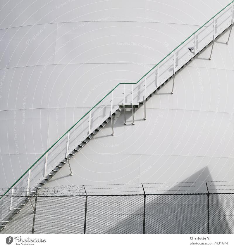 Aufwärts grün weiß kalt Wand grau hell Metall Fassade Treppe Zufriedenheit Ecke Sauberkeit Industrie Industriefotografie Bauwerk Zaun