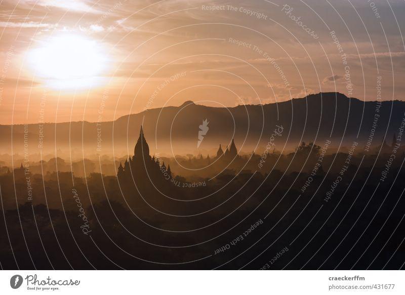 Bagan Sunrise Natur Landschaft Sonne Sonnenlicht Nebel Wald Hügel ästhetisch orange Lebensfreude ruhig authentisch Fernweh Gelassenheit Idylle Unendlichkeit