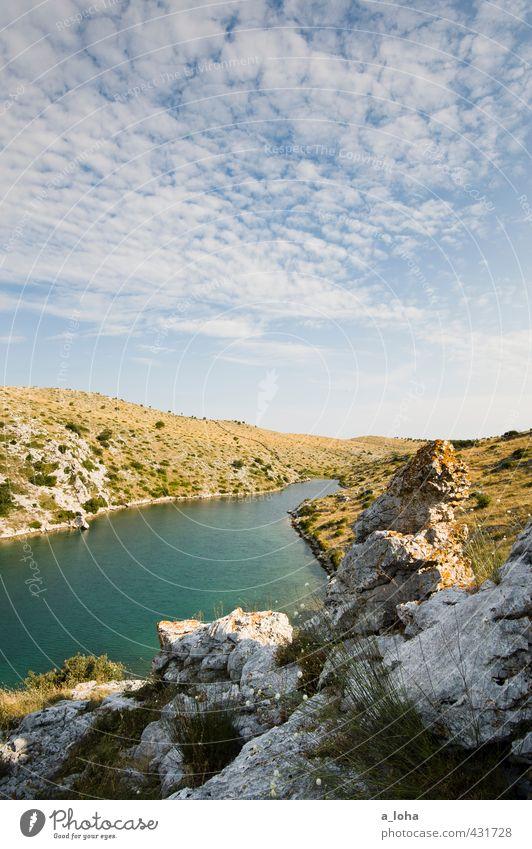summertime Umwelt Natur Landschaft Pflanze Urelemente Wasser Himmel Wolken Horizont Sommer Schönes Wetter Wärme Sträucher Felsen Gipfel Küste Bucht Meer blau