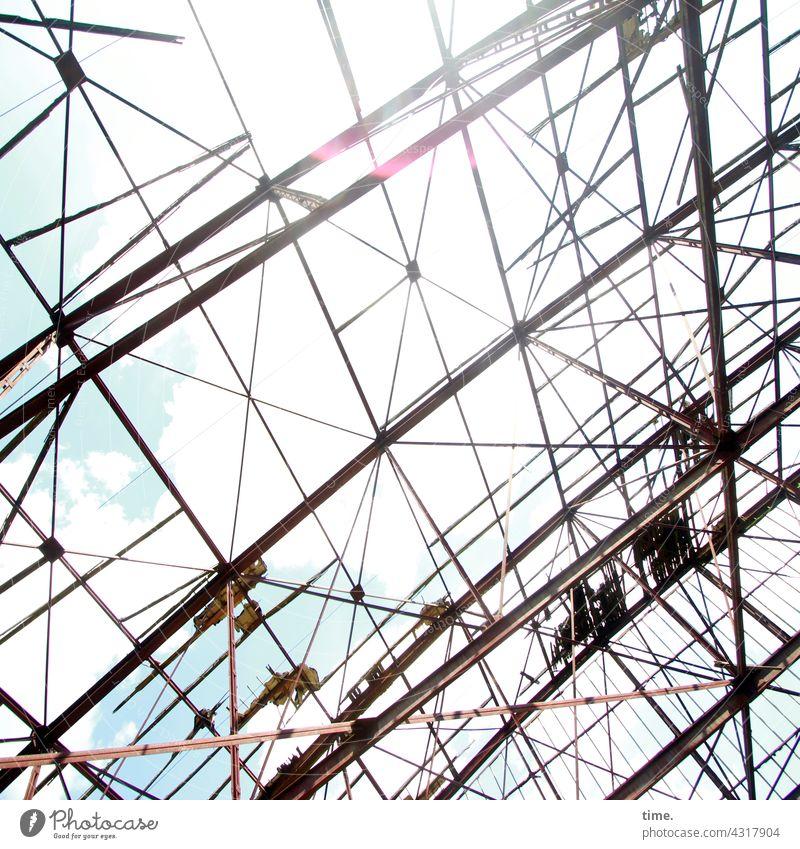 Lost Land Love | fresh above dach konstruktion lost places stahl verlassen alt kaputt himmel sonnenlicht wolken linien architektur bauwerk
