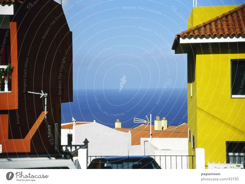 have an eye for the ocean Meer gelb rot Haus Architektur Blick