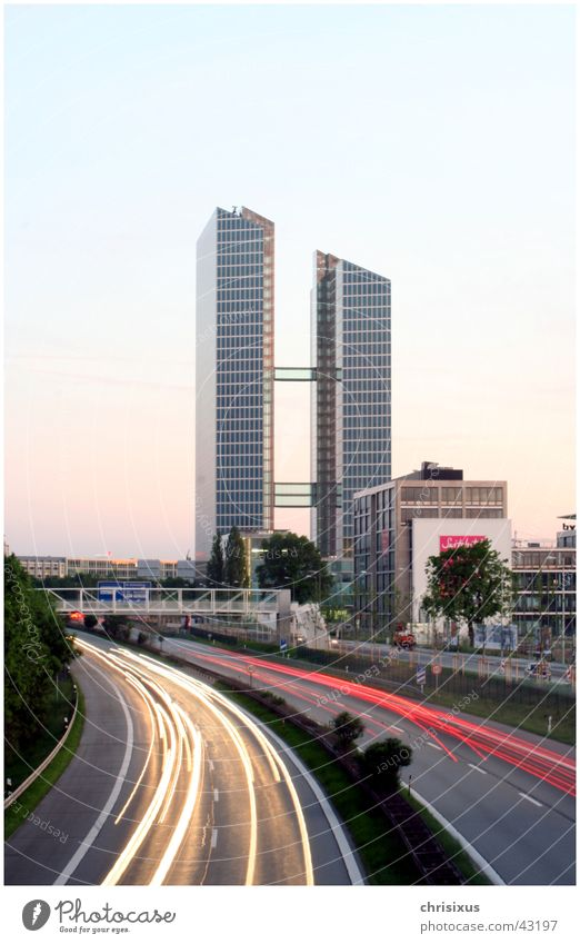 Munich Highlight Architektur Glas Hochhaus Brücke München Autobahn Kurve Fahrstuhl Höhepunkt Dauerlicht