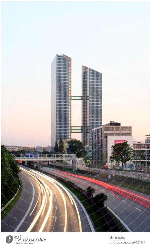 Munich Highlight Hochhaus Höhepunkt München Autobahn Dauerlicht Fahrstuhl Architektur munich Brücke Glas Kurve