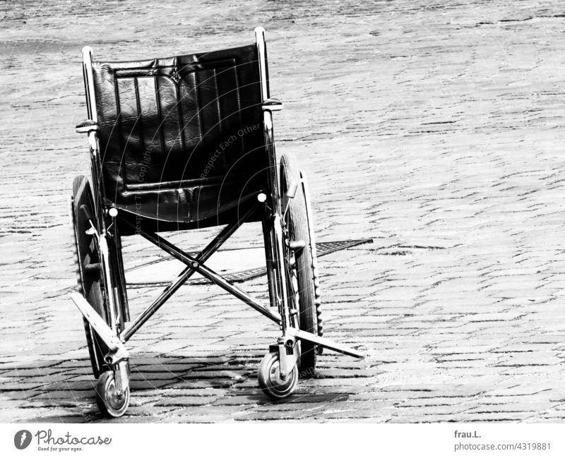 Einsamer Rollstuhl Mobilität Handicap Gesundheit Platz