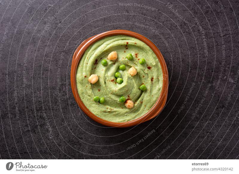 Hummus aus grünen Erbsen und Fladenbrot arabisch Schalen & Schüsseln Kichererbsen Koriander Sahne Diät Dip Osten Lebensmittel frisch Griechen grüne Erbse