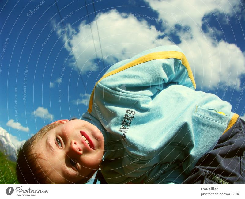 Den Himmel über mir Mensch Kind Natur Freude Wolken Spielen lachen klein lustig Freizeit & Hobby wandern Turnen