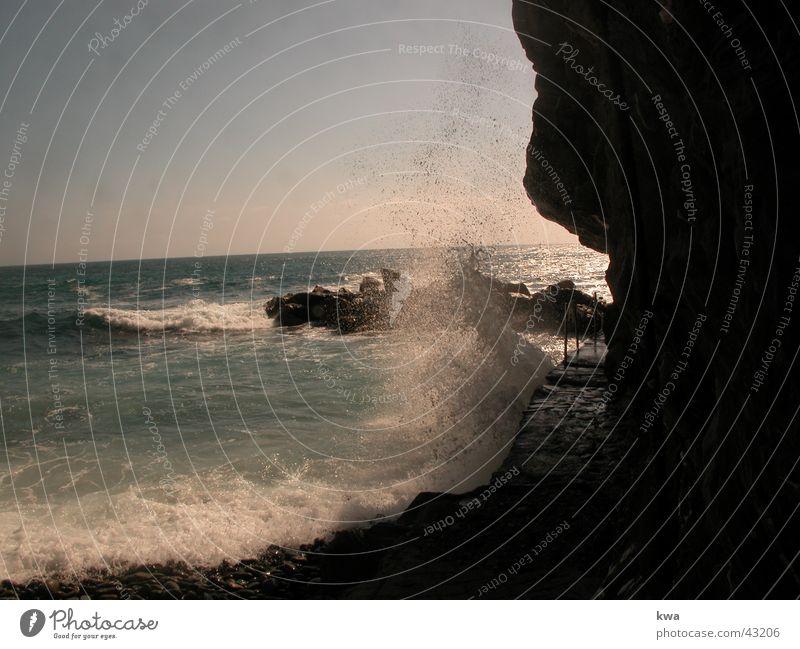 RIOMAGGIORE Brandung Cinque Terre