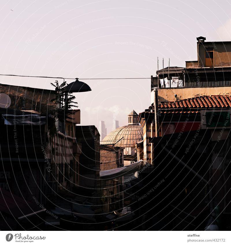 1007 Nächte | Basar Sonnenlicht Istanbul Altstadt Hochhaus authentisch Naher und Mittlerer Osten Farbfoto Textfreiraum oben Dämmerung