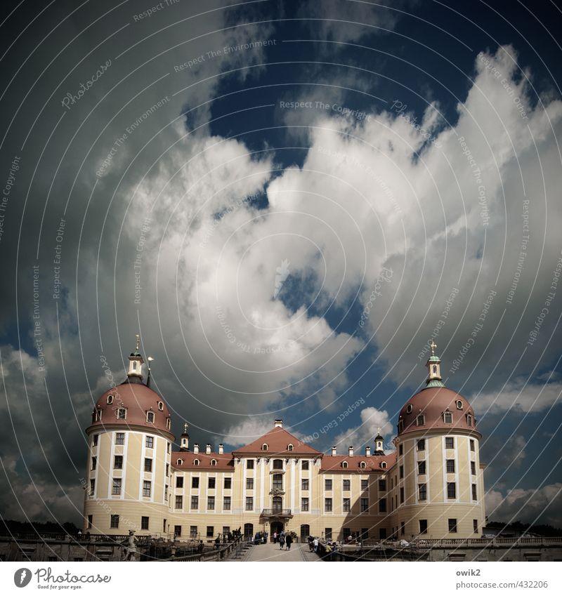In sich ruhend Himmel Wolken Architektur Gebäude Deutschland Horizont groß hoch Klima Schönes Wetter Turm Bauwerk Burg oder Schloss Mitte Sehenswürdigkeit