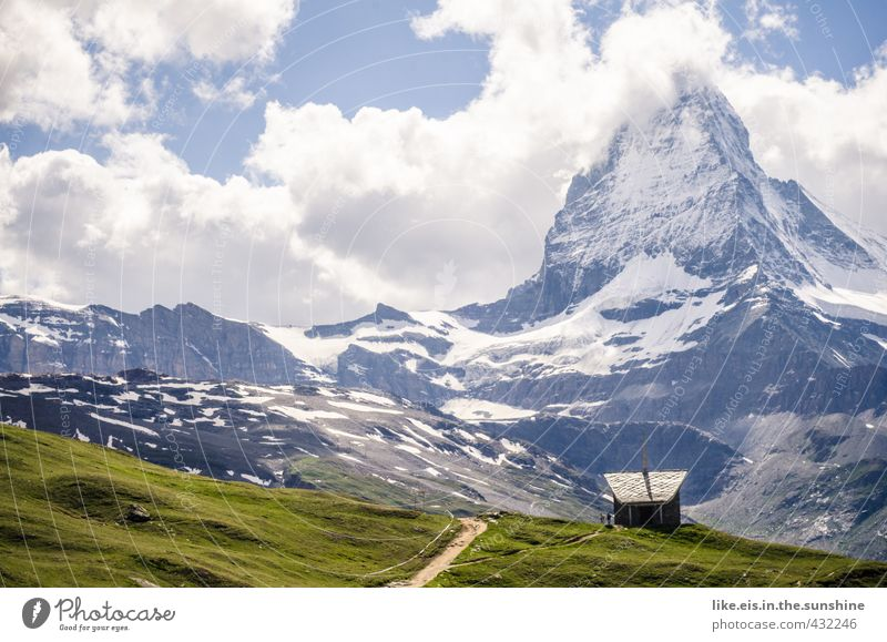 kapelle mit matterhornblick Ferien & Urlaub & Reisen Sommer Landschaft Ferne Berge u. Gebirge Gras Wege & Pfade Freiheit Felsen Klima Tourismus hoch wandern