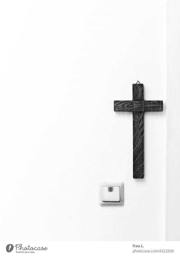 Ein Kreuz mit Klingel Tür Glaube Religion & Glaube Holzkreuz Christentum Türklingel Wand atheismus Wohnungstür