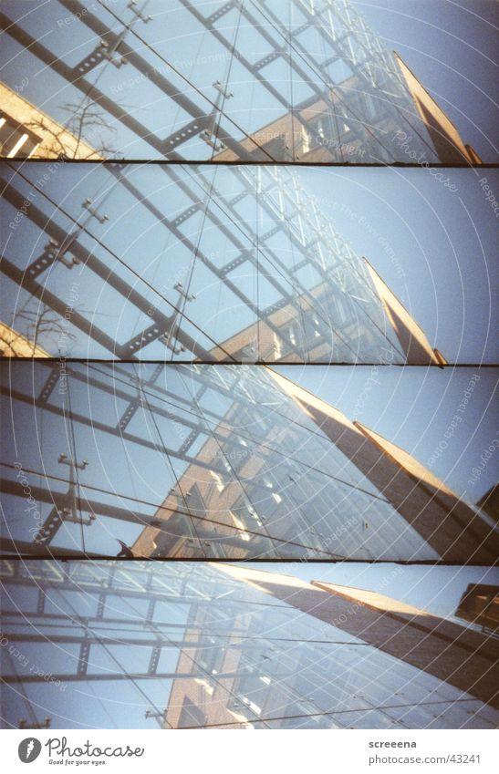 Life On The Electric Avenue Haus Fenster Leipzig Lomografie Himmel blau Glas lomo. supersampler Architektur