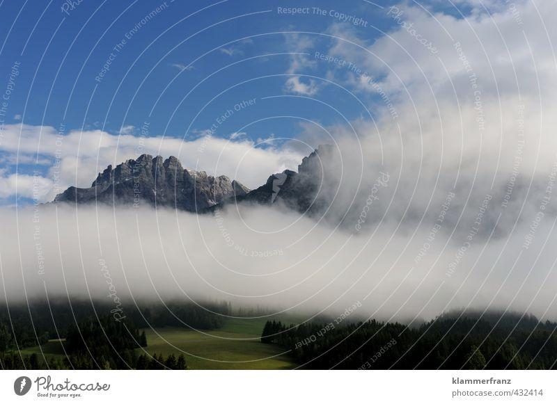 Blick über und unter die Wolken Natur blau schön grün weiß Sommer Landschaft schwarz Ferne Berge u. Gebirge Sport gehen Felsen Wetter Kraft