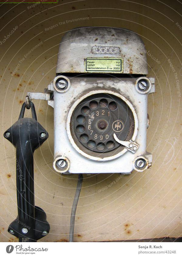 Notruf-Säule Telefon Stahl Wählscheibe Industriekultur Weltkulturerbe Völklinger Hütte Rost Publikum