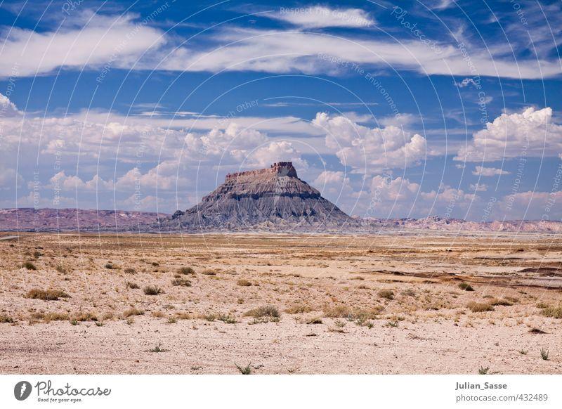 Monolith Umwelt Natur Landschaft Urelemente Himmel Wolken Sommer Schönes Wetter heiß Arizona Steppe karg Berge u. Gebirge Felsen groß Einsamkeit minimalistisch