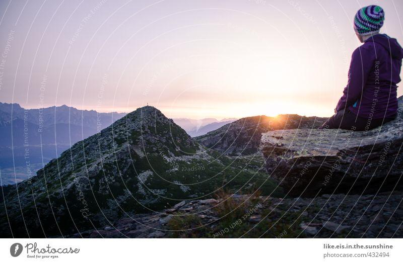 mein moment II Mensch Natur Jugendliche Ferien & Urlaub & Reisen Sommer Erholung Einsamkeit ruhig Junge Frau Landschaft Ferne Umwelt Berge u. Gebirge feminin