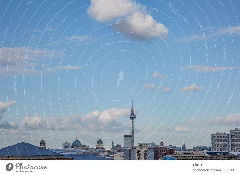 Skyline Berlin Fernsehturm Berliner Fernsehturm Hauptstadt Wahrzeichen Architektur Sehenswürdigkeit Stadtzentrum Turm Himmel Berlin-Mitte Großstadt