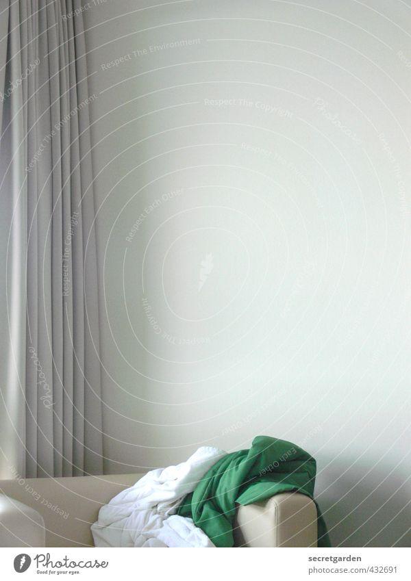 tat-ort. grün weiß ruhig Wand Erotik Innenarchitektur Stil hell Wohnung Raum elegant Lifestyle Häusliches Leben leer Möbel Falte