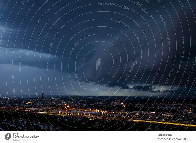 Gewitter über Ulm Nacht Ulmer Münster Stadt Langzeitbelichtung urban Unwetter Gewitterwolken Regen Donnern lichter Baden-Württemberg Stadtzentrum City