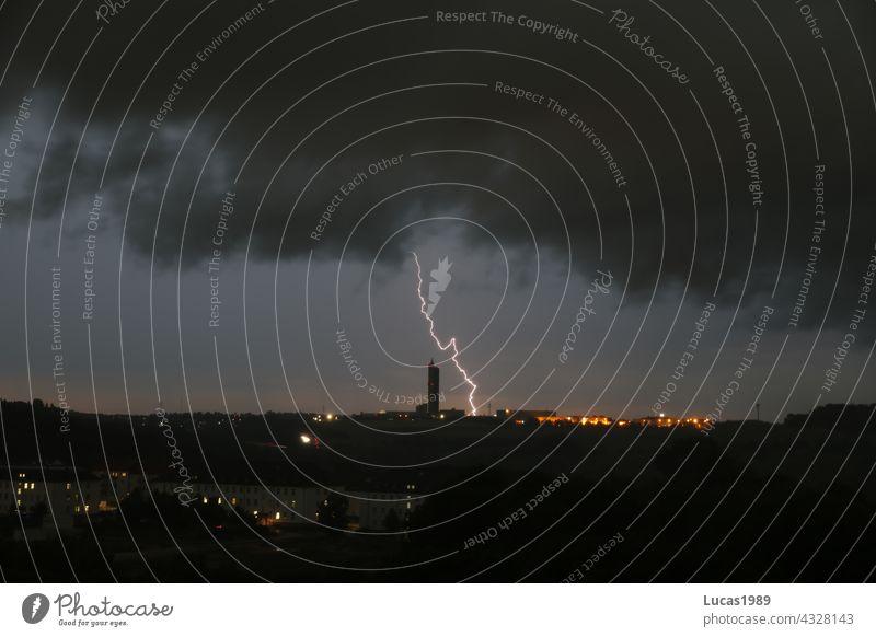 Blitz schlägt in Ulm ein Blitze Blitzschlag Nacht Stadt Langzeitbelichtung urban Unwetter Gewitterwolken Regen Donnern lichter Baden-Württemberg Stadtzentrum