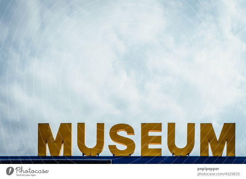 MUSEUM Museum Typographie Typografie Typography typografisch typographisch Schriftzeichen Schriftzug Buchstaben Wort Menschenleer Text Zeichen Außenaufnahme