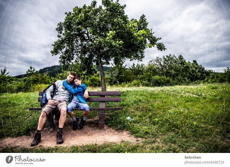 nähe Ausflug Zufriedenheit gemeinsam Zusammensein Vater Wanderer Kind Kindheit Sohn Abenteuer Hunsrück Moseltal Mosel (Weinbaugebiet) Idylle