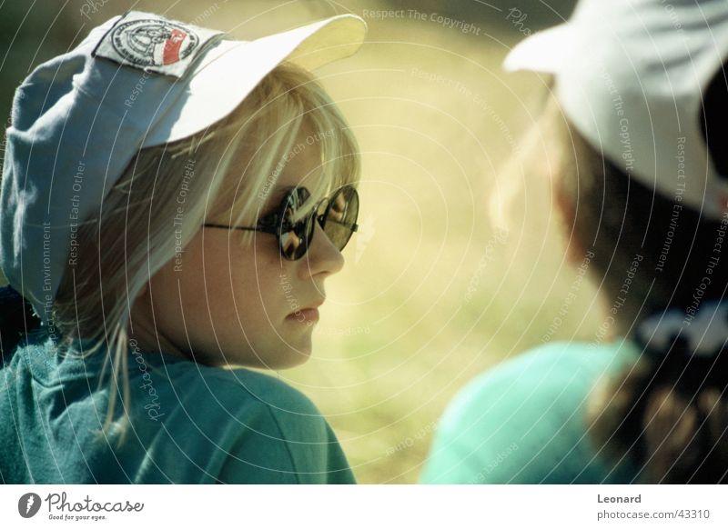 Polnische Mädchen Frau Mensch Jugendliche Sonne Gesicht blond Brille Baseballmütze
