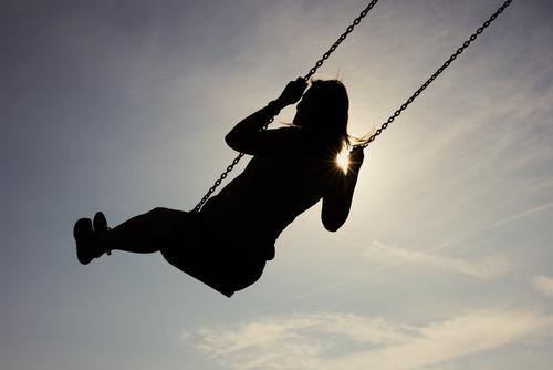 ab ins Wochenende   Parktour HH21 schaukeln Spielen Schaukel Außenaufnahme Freude Lebensfreude Glück Fröhlichkeit Kindheit Spielplatz Sommer Tag