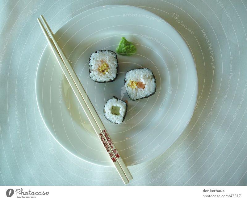Mittagessen bei Porsche weiß grün Ernährung Holz Fisch China Gemüse lecker Teller edel Reis Sushi Lebensmittel Besteck