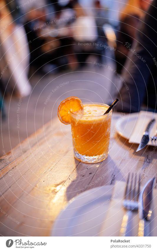 #A# Orangensaft mit getrockneter Orange getrocknete Lebensmittel Drink Cocktail Farbfoto Getränk Erfrischungsgetränk Saft Glas Frucht Ernährung lecker