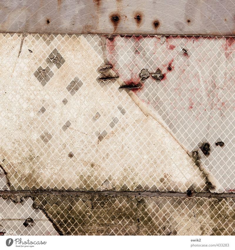 Bagatelle Metall Kunststoff trashig trist unklar Fragment verfallen morbid einfach Teile u. Stücke Fleck Spuren Zeichen Rost Zahn der Zeit Farbfoto