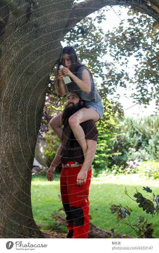 besetzt l Schultern zum Anlehnen besetzt. Baum Mann Frau Junge Frau Junger Mann Paar huckepack pflege Jugendliche Erwachsene Mensch Liebe Liebespaar