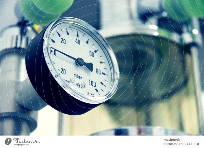 Detailaufnahme eines Dampfsterilisators (Druckmesser) sterilisation dampfsterilisator medizintechnik Gesundheit Gesundheitswesen Krankheit Behandlung Apotheke
