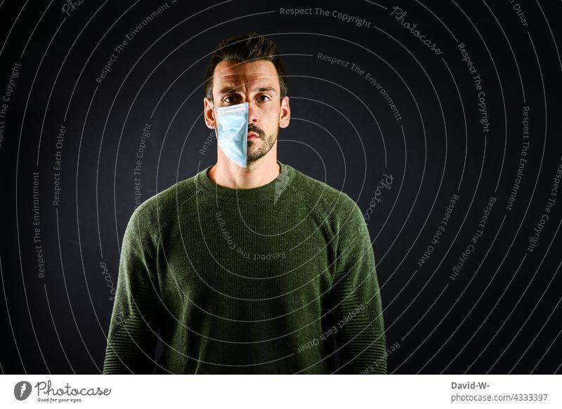Maskenpflicht oder nicht Corona Keine Pandemie Normalität Schutz Mundschutz Abschaffung Atemschutzmaske Genesung Immunität geimpft Coronavirus halb Hälfte Mann