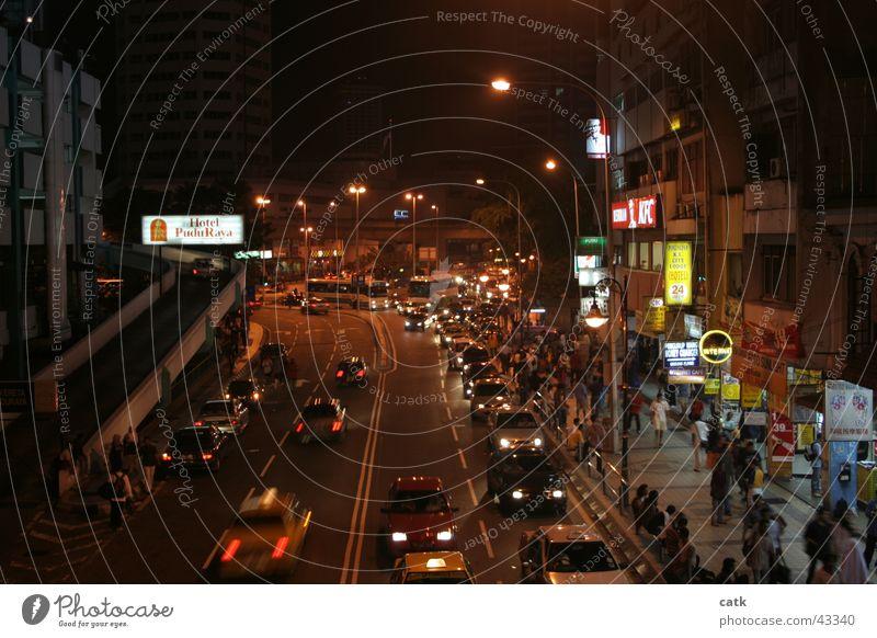 KL Puduraya Mensch Stadt Haus Straße PKW gehen Fassade dreckig Erfolg Verkehr kaufen fahren Asien Straßenbeleuchtung Stadtzentrum Hauptstadt