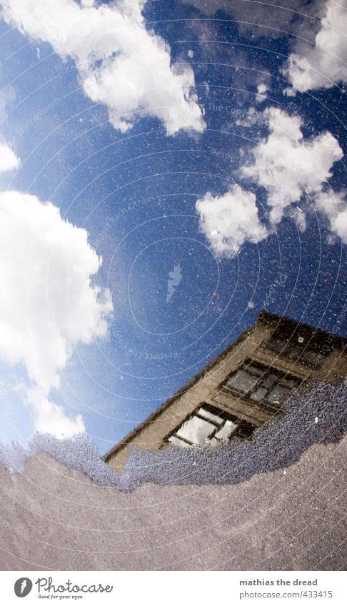 SPIEGLEIN Himmel Wolken Sommer Schönes Wetter Haus Bauwerk Gebäude Architektur Mauer Wand Fenster einzigartig Reflexion & Spiegelung Pfütze Wasseroberfläche