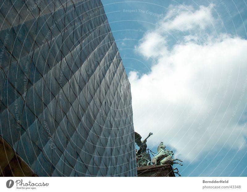 Moderne von früher Himmel blau Linie Architektur Fassade Prag