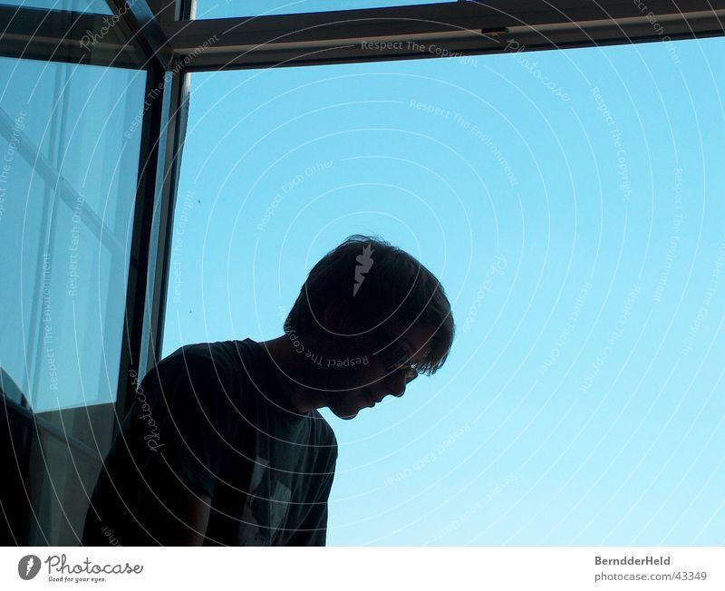 Fenster Gegenlicht Mann blau Himmel Kontrast