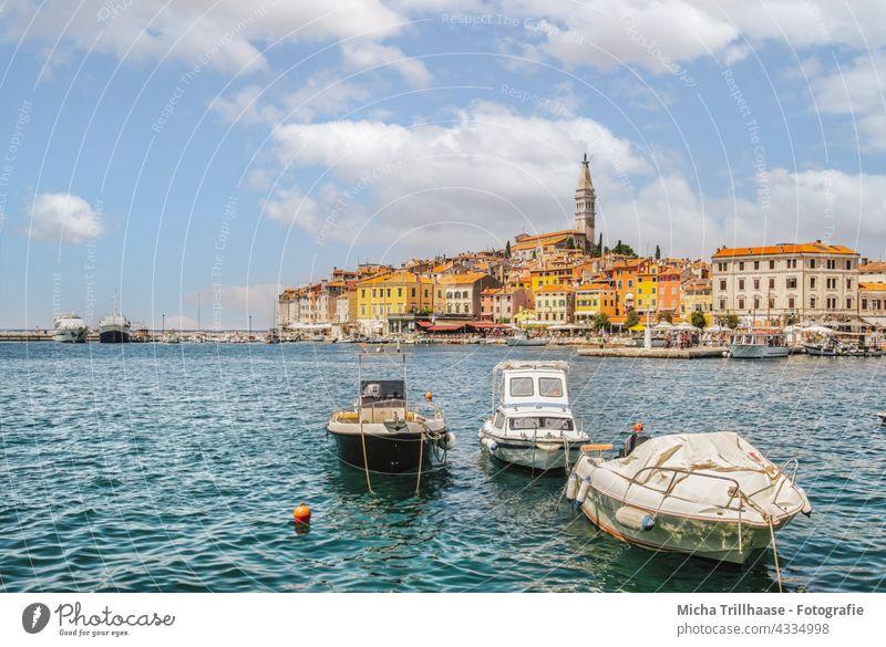 Skyline von Rovinj / Kroatien Istrien Hafenstadt Stadt Haus Kirche Turm Motorboot Tourismus Ferien & Urlaub & Reisen Meer Europa Sightseeing Mittelmeer Fernweh