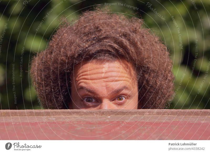 Upload frisur gelockt kraus afrikanisch portrait offen braun haarpracht gesicht schönheit fell leute lächelnd person freudig auge hübsch spaß verstecken frisör