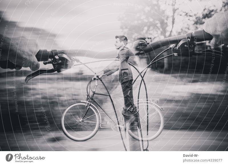 Das Fahrrad als Fortbewegungsmittel Mobilität Doppelbelichtung Fahrradfahren Mann Bewegung Geschwindigkeit radfahrer