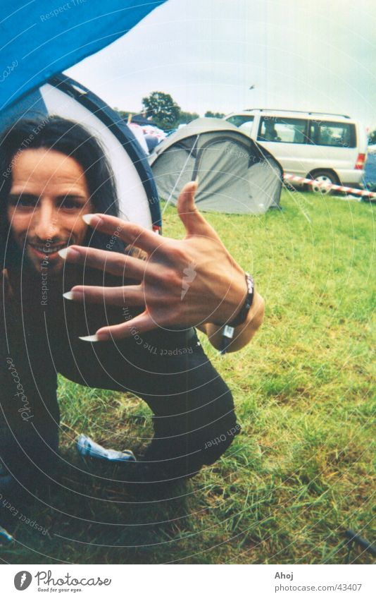 Maniküre Mann Hand schwarz Haare & Frisuren Spitze Typ grinsen Camping Nagel Musikfestival