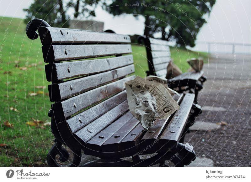 belgrade bench Zeitung Dinge