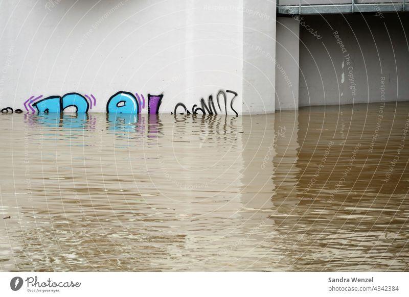 Hochwasser an der Ruhr Überflutung Klimaerwärmung Unwetter Katastrophe Katastrophenfall Hilfe THW Feuerwehr Not Elementarschäden Elementarschaden Naturgewalt